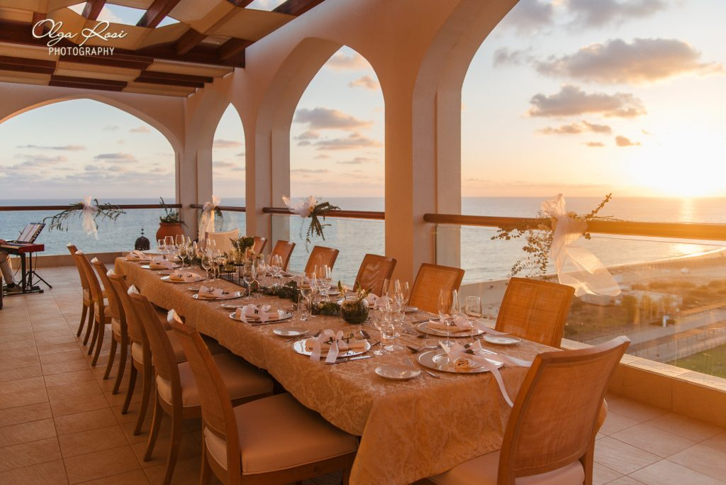 Table setting for wedding dinner with ocean view at Crowne Plaza Vilamoura, Algarve. By Olga Rosi Photography