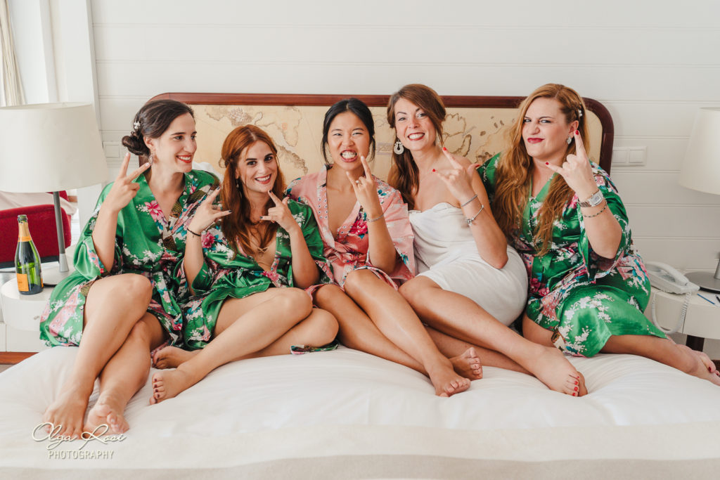 Pestana Alvor Praia wedding, bride and bridesmaids fun shot - Olga Rosi Photography