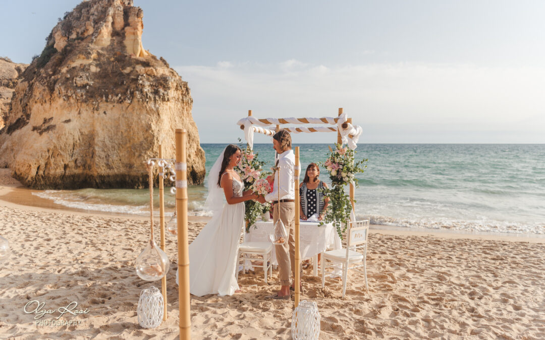 Beach elopement in the Algarve